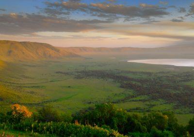 Ngorongoro Crater 1280px